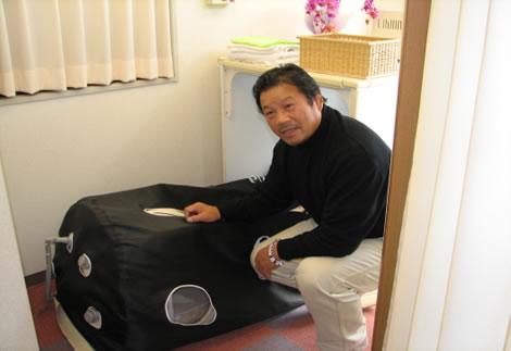 酸素カプセル 当院の酸素カプセルとプロレスラーの藤波選手 松木 安太郎氏と当院の酸素... 酸素